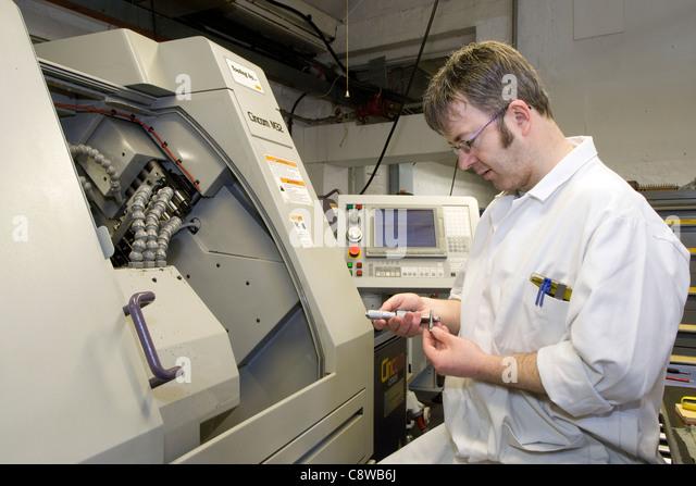cnc lathe machine operator