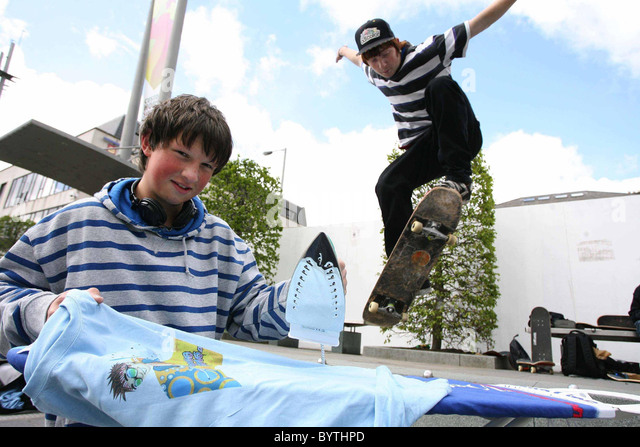 extreme-ironing-adventure-sports-fans-are-being-challenged-to-take-bythpd.jpg (640×447)