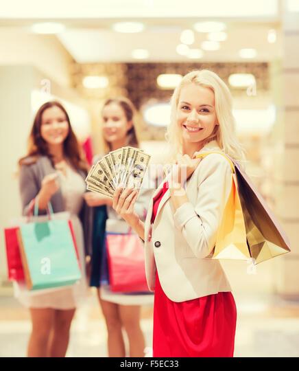 Usa Shopping Mall Women Stock Photos Amp Usa Shopping Mall