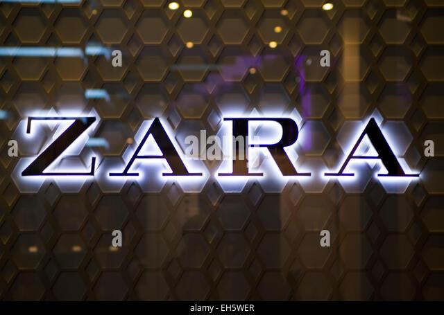 Zara Shop Sign Stock Photos Zara Shop Sign Stock Images Alamy