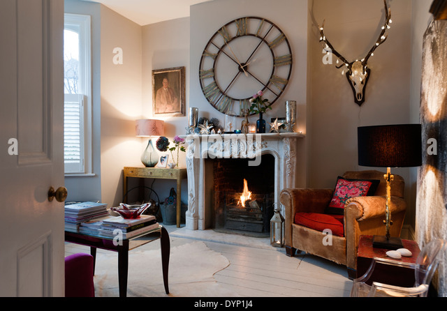 Fireplace Clock Stock Photos & Fireplace Clock Stock Images - Alamy