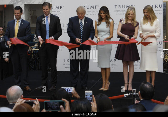 Washington, DC, USA. 26th Oct, 2016. Presidential Candidate Donald Trump as well as his wife Melania and four of - Stock Image