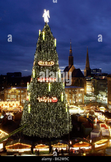 Christmas Market Biggest Christmas Tree Stock Photos & Christmas ...