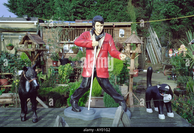 Elvis Gnome...hysterical...I want! | gnomes | Pinterest | Gnomes ...