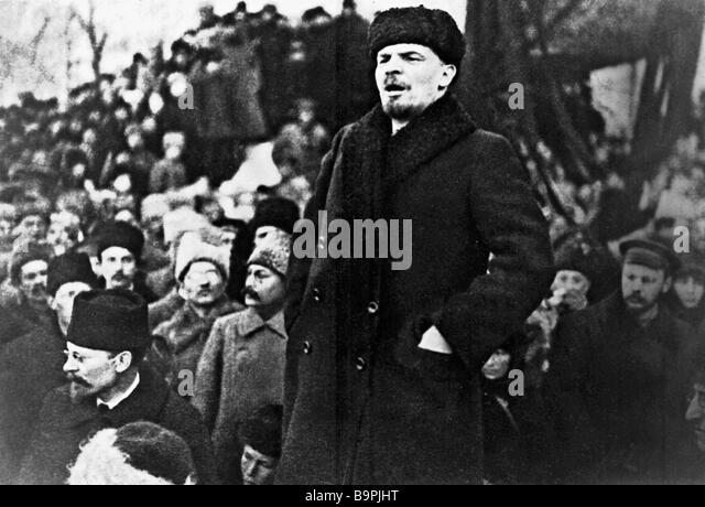 Vladimir Lenin Delivering Speech During The Funeral Of Yakov Sverdlov Stock Photos Images Alamy