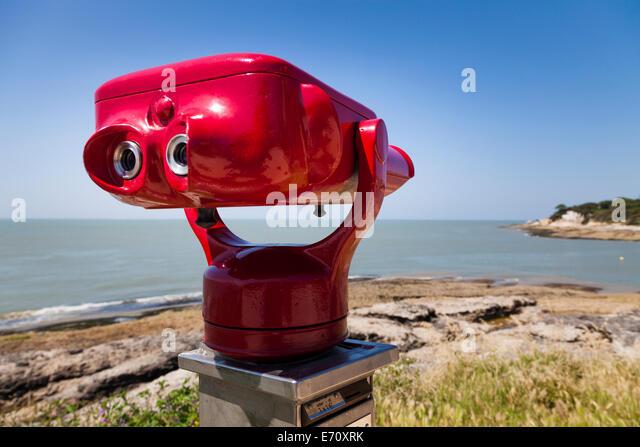 http://l7.alamy.com/zooms/885c2721b0de405fb5bd3194afdd0a71/coin-operated-binoculars-overlooking-the-seaside-coast-e70xrk.jpg