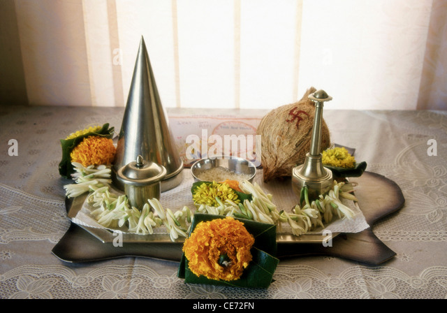 Puja items stock photos puja items stock images alamy for Aarti thali decoration with rice