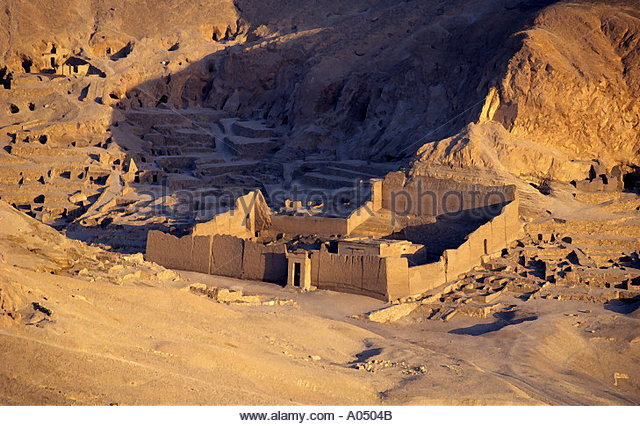 a history of the ancient egyptian village of deir el medina New kingdom pyramid, deir el-medina the arrival of the 18th-dynasty theban kings at the start of the new kingdom heralded the end of royal pyramid building in egypt.