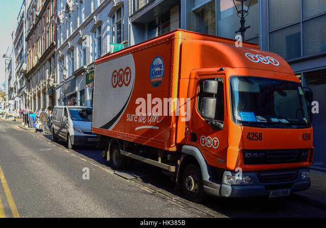 tnt delivery vehicle lorry stock photos tnt delivery vehicle lorry stock images alamy. Black Bedroom Furniture Sets. Home Design Ideas