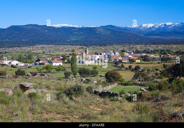 overview of small town called el tejado belonging to puente del congosto next to