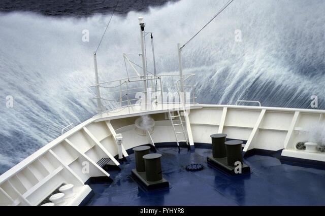 big-wave-hits-foredeck-fyhyr8.jpg