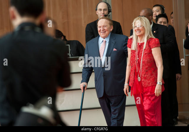 Young Miriam Adelson 55677 | INFOBIT