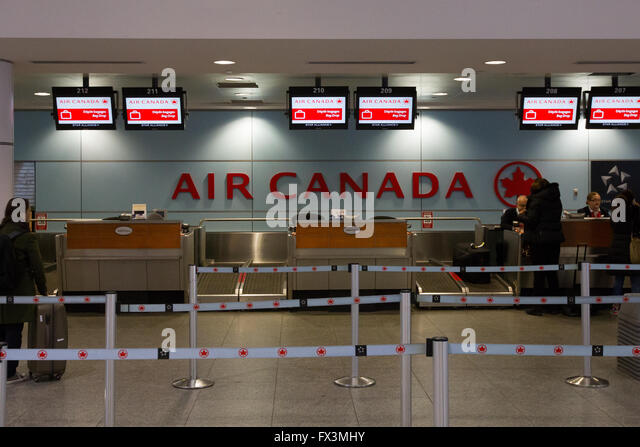 Trudeau airport stock photos trudeau airport stock images alamy - Air france office montreal ...