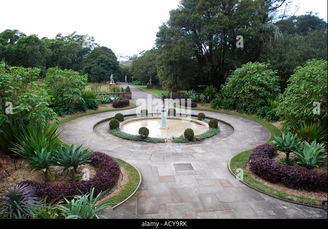 Water feature fountain cupid botanical gardens domain for Garden features australia
