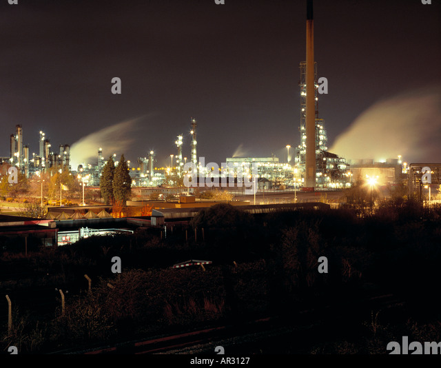 Stanlow Oil Refinery at night Cheshire UK - Stock Image