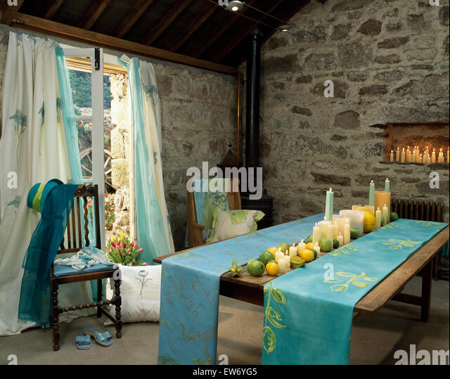 Table Runners Stock Photos Table Runners Stock Images Alamy