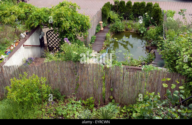 Sprudeln stock photos sprudeln stock images alamy for Kleiner gartenteich