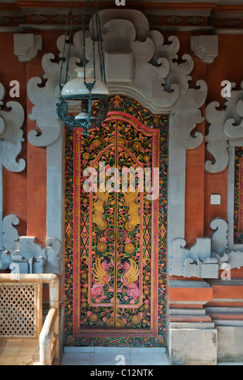 Traditional Balinese carved double doors with antique Dutch hanging l& - Stock Image & Balinese Doors Stock Photos \u0026 Balinese Doors Stock Images - Alamy Pezcame.Com