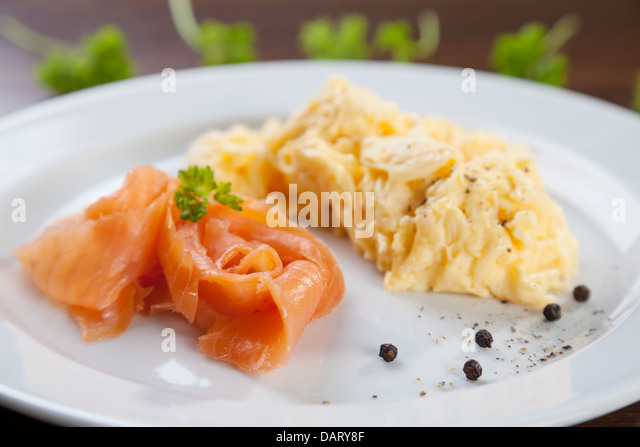 how to cook smoked salmon and scrambled eggs