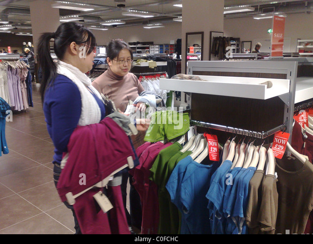 burberry store outlet ed9u  CHINESE SHOPPERS AT BURBERY OUTLET DISCOUNT STORE IN HACKNEY, LONDON