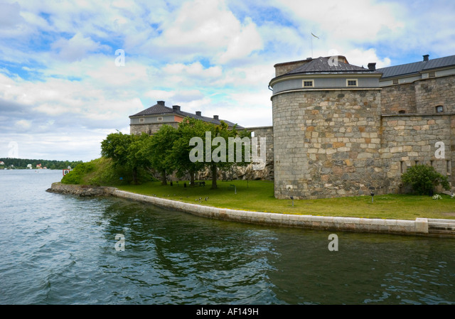 how to get to vaxholm fortress