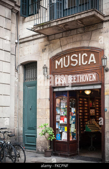 Europa music shop stock photos europa music shop stock for Casa luthier barcelona