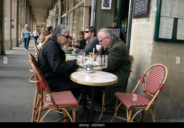1e arrondissement stock photos 1e arrondissement stock - Jardin sauvage st roch l achigan colombes ...