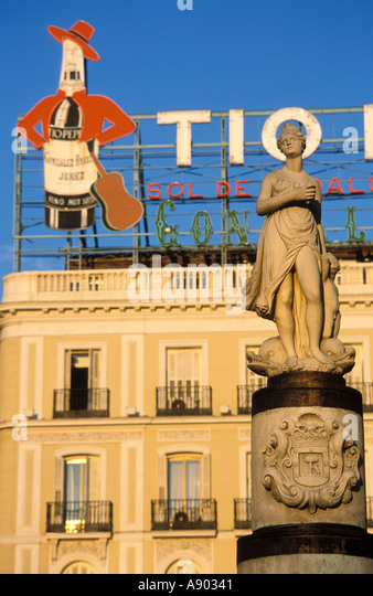 Commercials stock photos commercials stock images alamy for Tio pepe madrid puerta del sol