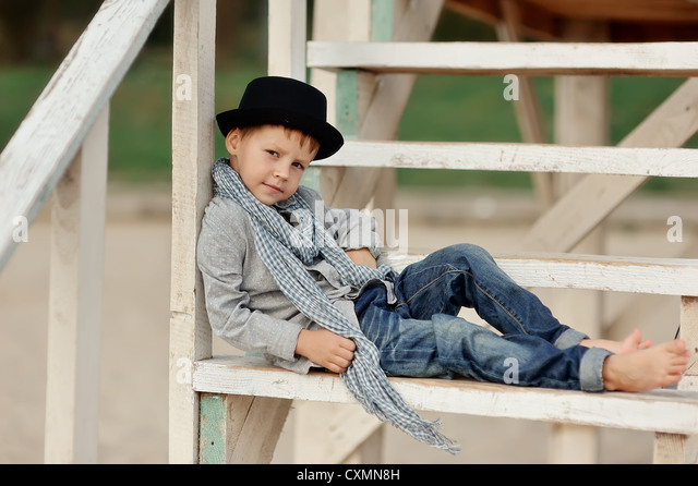 http://l7.alamy.com/zooms/8e60369ced9747aaab8d3a7a1308b3ce/trendy-boy-posing-lying-on-the-stairs-in-jeans-and-a-hat-barefoot-cxmn8h.jpg
