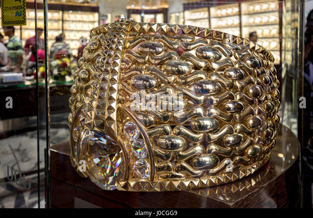 Dubai Gold Ring Stock s & Dubai Gold Ring Stock Alamy