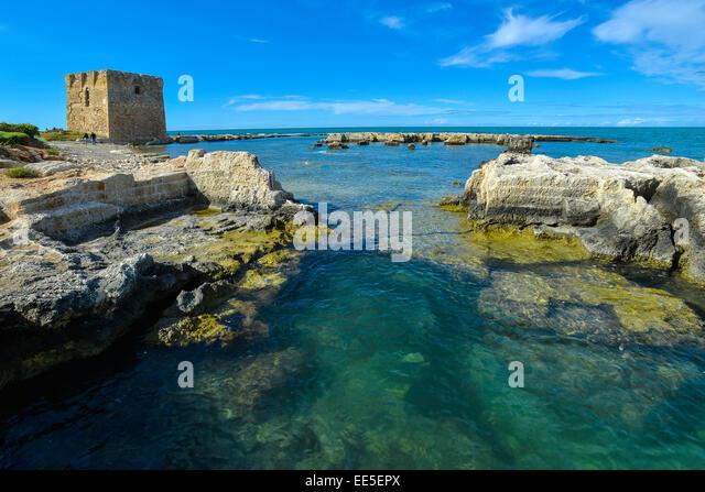 Torre saracena stock photos torre saracena stock images alamy - Specchia polignano a mare ...
