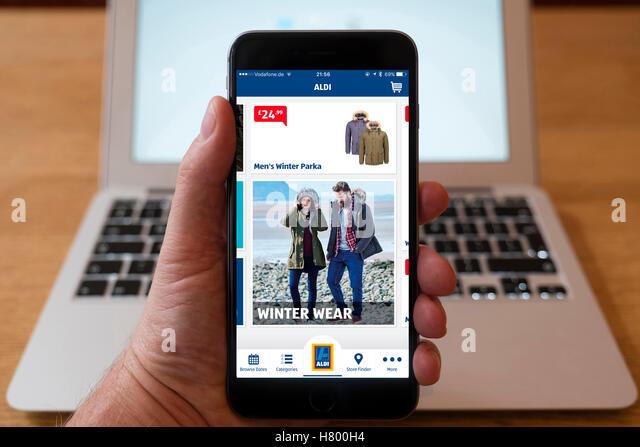 Mobile phone retailer stock photos mobile phone retailer for Saldi mobili on line