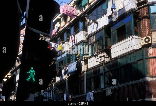 Man Hanging Out Washing Stock Photos Amp Man Hanging Out Washing Stock Images Alamy