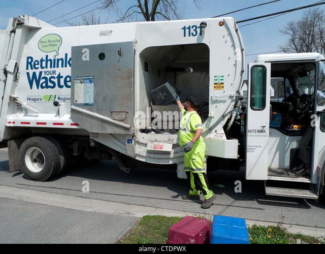 how to become a garbage man in ontario
