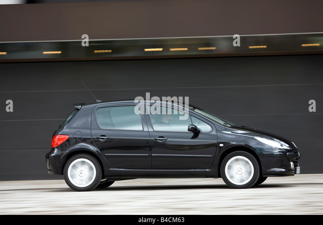 driving his peugeot 307 stock photos driving his peugeot 307 stock images alamy. Black Bedroom Furniture Sets. Home Design Ideas