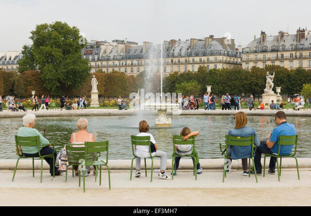 Statue chairs in tuileries gardens stock photos statue for Jardins tuileries paris france