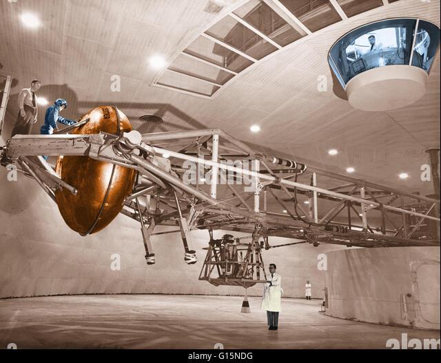 Centrifuge Astronaut Stock Photos & Centrifuge Astronaut ...
