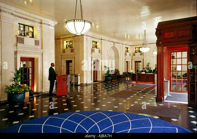 Foyer Office Uk : Finsbury circus london stock photos