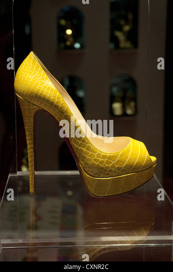 louboutin store cannes