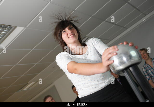 how to stop static electricity in hair