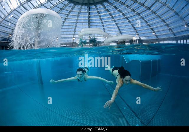 Vva stock photos vva stock images alamy for Bellerive sur allier piscine