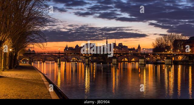 Sunrise on Ile de la Cite and the Seine River with view of Pont des Arts. 4th Arrondissement. Paris, France - Stock Image