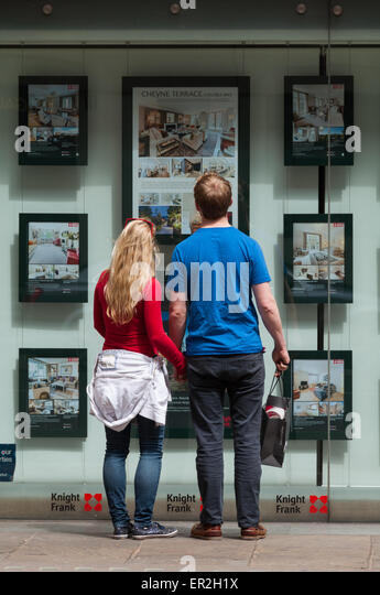 potential-buyer-exploring-the-london-pro