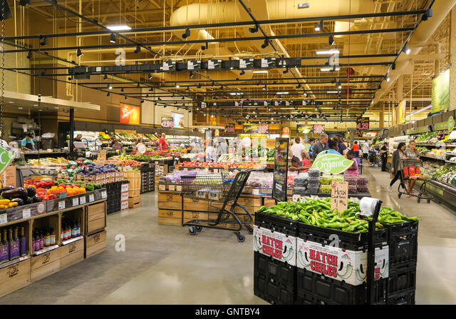 an overview of a grocery store Traditional grocery chains now compete for market share with a slew of domestic and foreign competitors, including warehouse clubs and discounters, convenience, drug, and dollar stores, internet retailers, and meal-kit delivery companies.