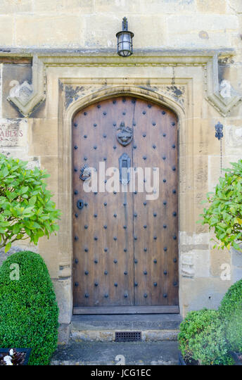 Heavy Oak Front Door In The Pretty Village Of Broadway In The Cotswolds    Stock Image