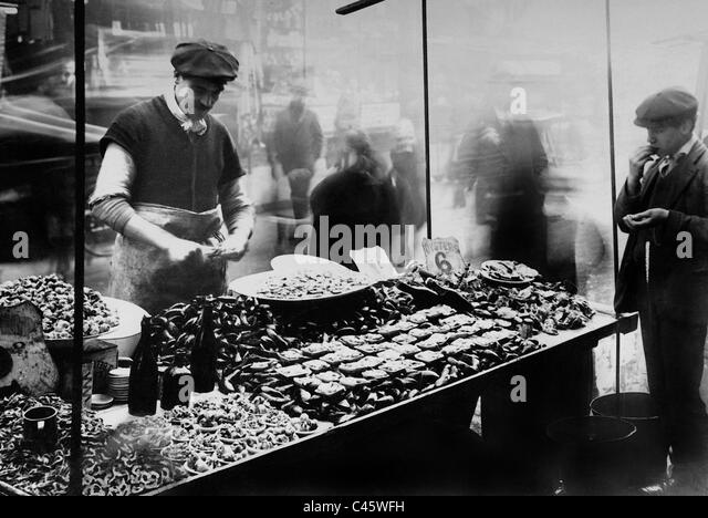 fruits and vegetables market vendors black and white stock photos amp images alamy 12476