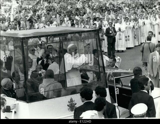pope john paul ii's 1983 visit Pope john paul ii travelled to the uk for a six-day tour in 1982.