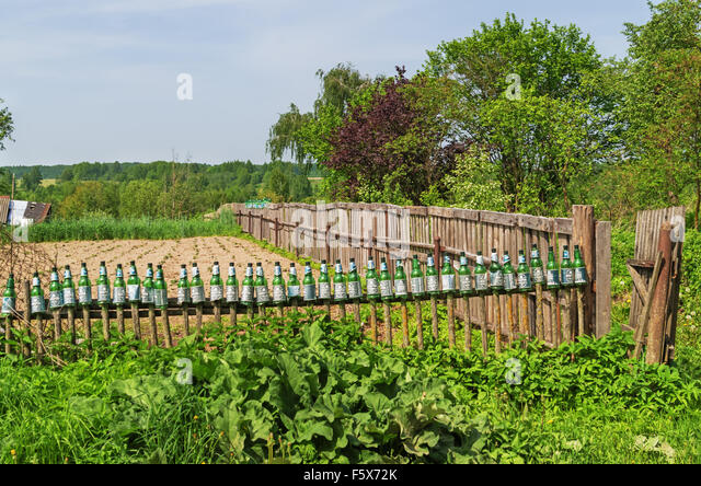 Earth oven stock photos earth oven stock images alamy for Kitchen garden fence