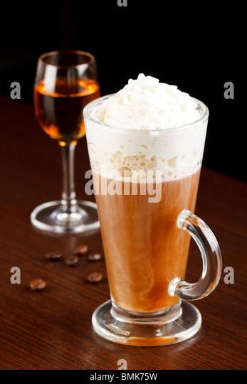 how to drink amaretto liqueur