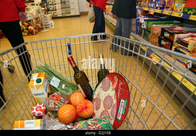 supermarket alcohol trolley stock photos supermarket alcohol trolley stock images alamy. Black Bedroom Furniture Sets. Home Design Ideas